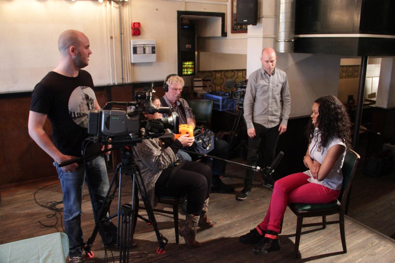 ylvis dating Das norwegische komikerduo ylvis fragte 2013 im musikvideo stonehenge nach dem sinn des bauwerks nachbildungen und abgeleitete namen bearbeiten.
